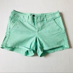 American Eagle midi green shorts size 4 NWT